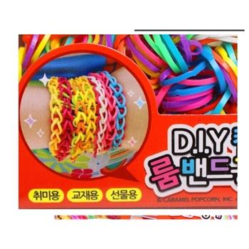 手工制作玩具女孩织造