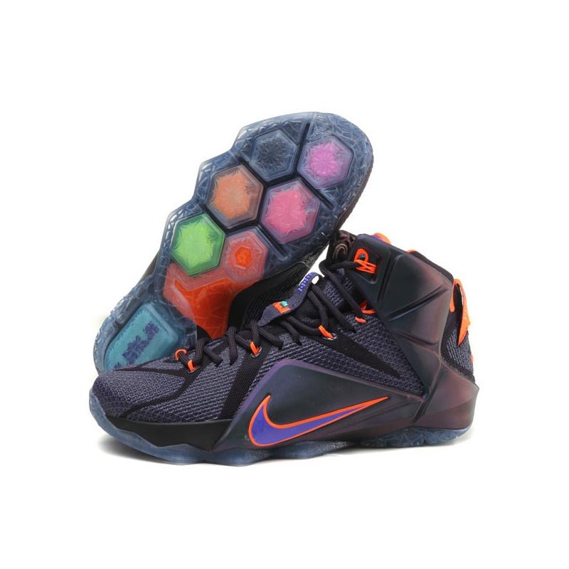 我买了一双nike篮球鞋,詹姆斯士兵10彩虹,感觉鞋底有点硬,想辨别一下图片